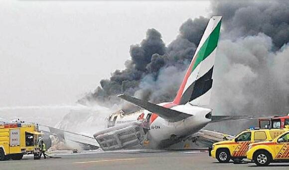 阿聯酋客機起火 300人撤離後爆炸 - 香港文匯網
