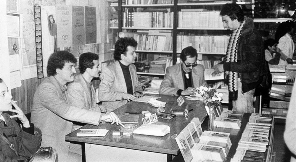 Kadıköy'de Gençlik Kitabevi'ndeki Üç Çiçek'in ilk imza günü. Yıl 1984. (soldan sağa) Adnan Özer, Osman Konuk, Erdal Alova, Süleyman Yağız