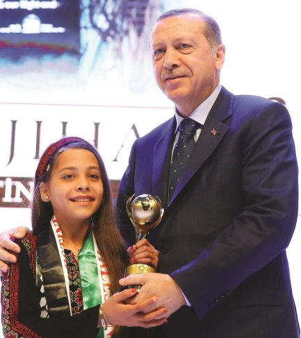 10-year-old Palestinian journalist Janna Jihad receives prestigious Award