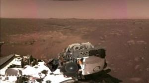"""[국제]""""이것은 화성의 바람 소리입니다""""… 탐사 로버 인내의 첫 전송"""
