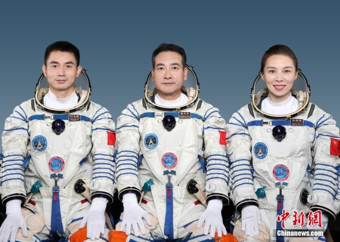 Wang Yaping, the first female astronaut of China's space station: the dream of flying never loses weight(2)