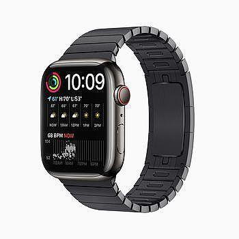 「雙行組合」錶面顯示於 Apple Watch Series 7。