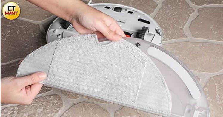 米家1C內建200ml全自動智慧電控水箱精及懸浮拖布,能掃拖地面各類污物。(圖/馬景平攝)