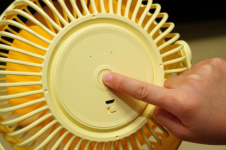 長按打開內建的小燈光