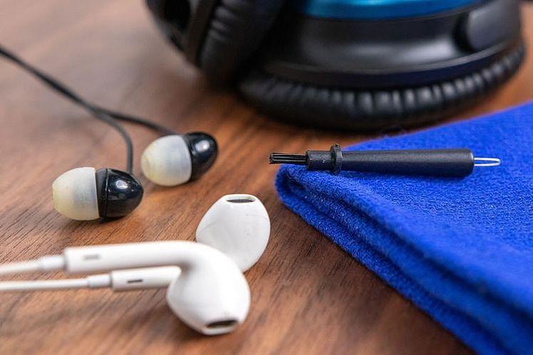 耳機清潔很重要!如何清潔耳機?耳罩式、AirPods、線控耳機清潔教學!