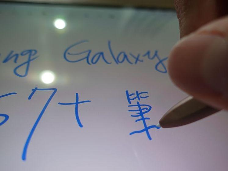 在平板上書寫筆觸更接近直接在紙上書寫的感覺