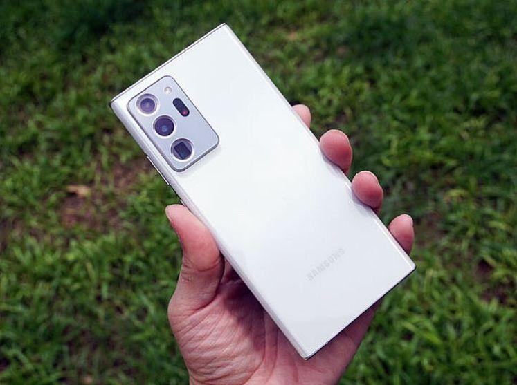 Galaxy Note20 Ultra 5G 在外型上最大的不同就是機身背面的主相機模組