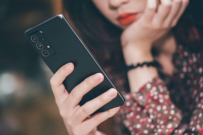 Galaxy A52 5G 搭載跟 Galaxy A42 5G 一樣的高通 7 系列最新 Snapdragon 750G 中階處理器