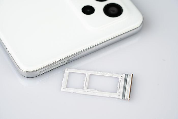 支援 5G + 4G 雙卡雙待也把擴充記憶卡還回來啦!