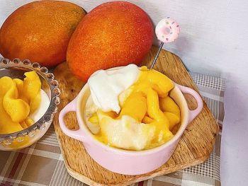 牛奶搭配香甜濃郁綿密的芒果冰淇淋