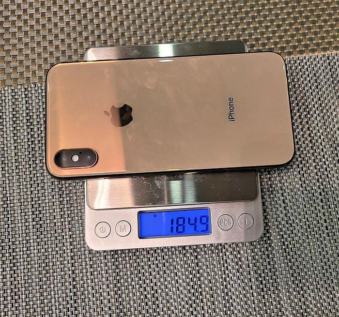 裸機的 iPhone XS 重量是 184.9 g