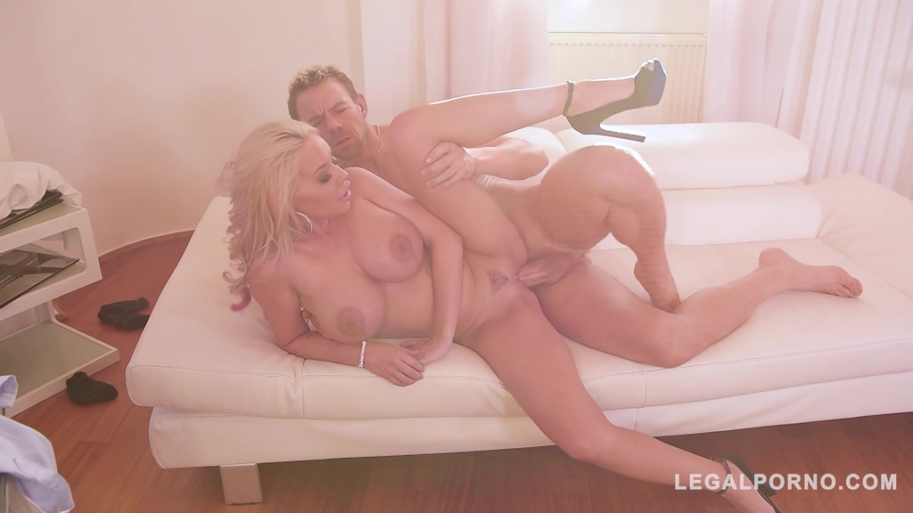 Top-heavy blondie Rachel Richey gets her tight asshole fucked hard & deep GP252