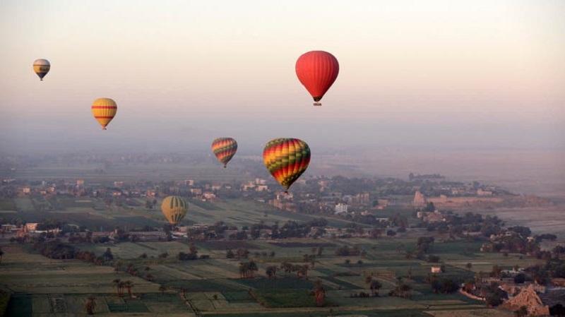 埃及熱氣球遇強風失控 11遊客包括4華人急降沙漠 | 頭條日報