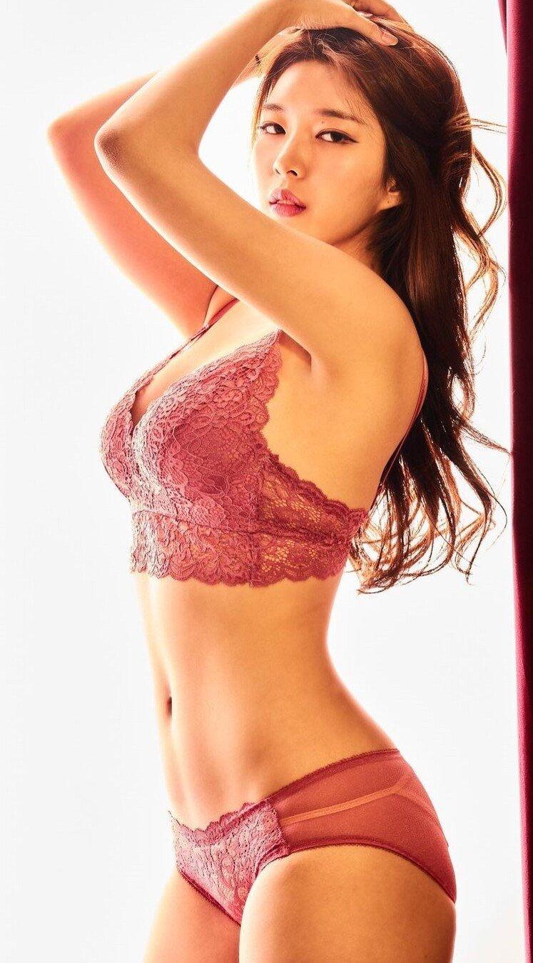 120975268_703392646931565_7863401177893763629_n.jpg ㅇㅎ) 직접 속옷모델도 하는 女쇼호스트