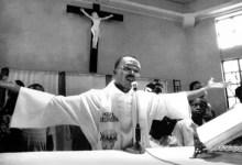 JEAN BERTRTAND ARISTIDE n'a jamais été prêtre(curé) ; mais un vicaire, c'est-à-dire, un prêtre qui assiste un curé ! -