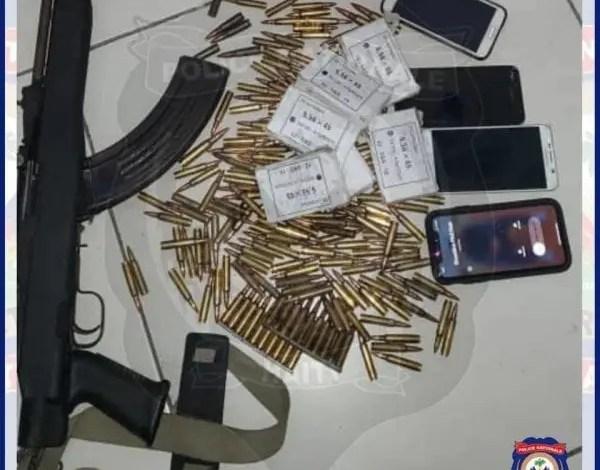 Trois présumés bandits associés au gang «Chen mechan» arrêtés, deux autres tués à Croix-des-Bouquets -
