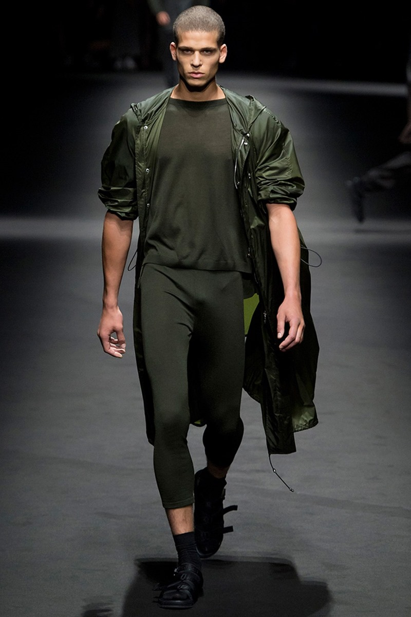 MILAN FASHION WEEK Versace Spring 2017. www.imageamplified.com, Image Amplified (1)
