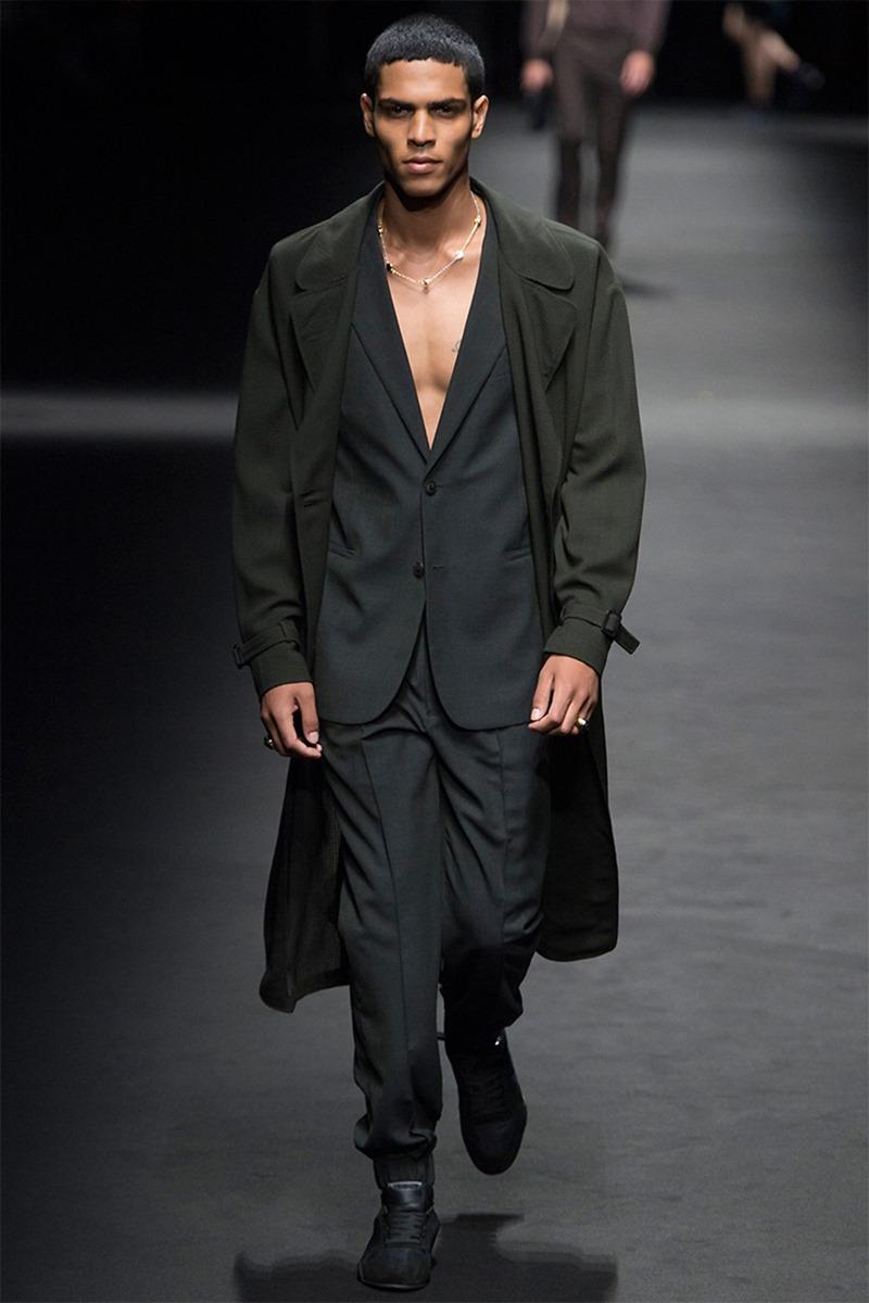MILAN FASHION WEEK Versace Spring 2017. www.imageamplified.com, Image Amplified (2)