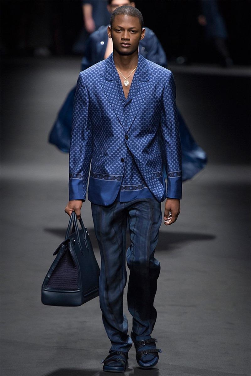 MILAN FASHION WEEK Versace Spring 2017. www.imageamplified.com, Image Amplified (24)