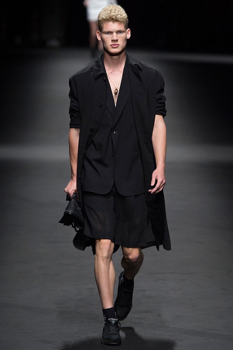 MILAN FASHION WEEK Versace Spring 2017. www.imageamplified.com, Image Amplified (37)