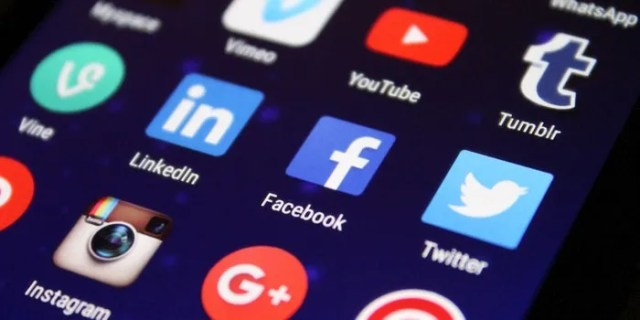 Rusia Twitter Fb negocios