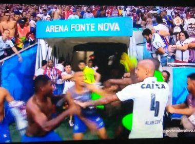 Após classificação, jogadores da dupla Ba-Vi protagonizam cenas de violência na Arena