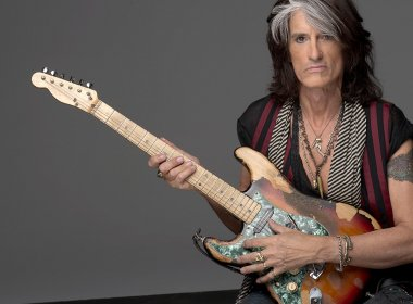 Guitarrista do Aerosmith, Joe Perry é levado para hospital durante show nos EUA