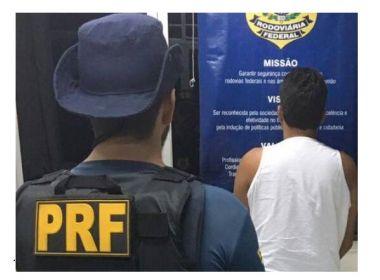 Fiscalização da PRF-BA resulta em dois homens presos e um veículo recuperado