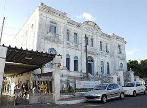 Médicos residentes do Hospital Couto Maia ameaçam entrar em greve