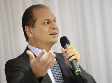 Após pesquisa, Planalto muda discurso de ministro que defendia planos de saúde