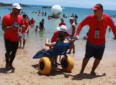 ParaPraia: Projeto promove banho de mar assistido na praia de Ondina
