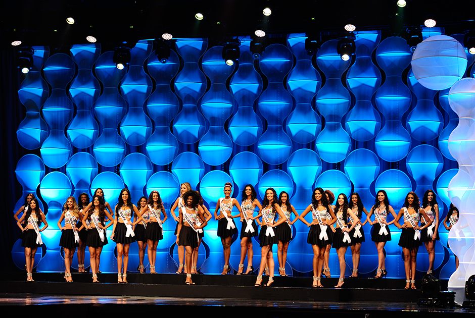 As 27 misses estaduais no palco do Centro de Convenções do Ceará