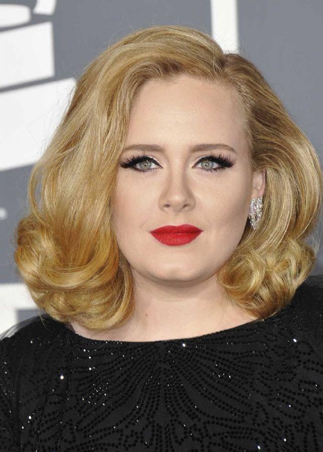 Adele pode subir ao altar em breve / Joe Klamar/AFP