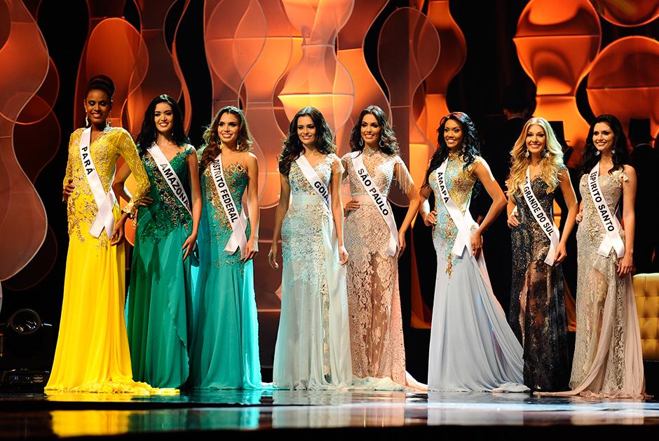 Parte das quinze semifinalistas do Miss Brasil