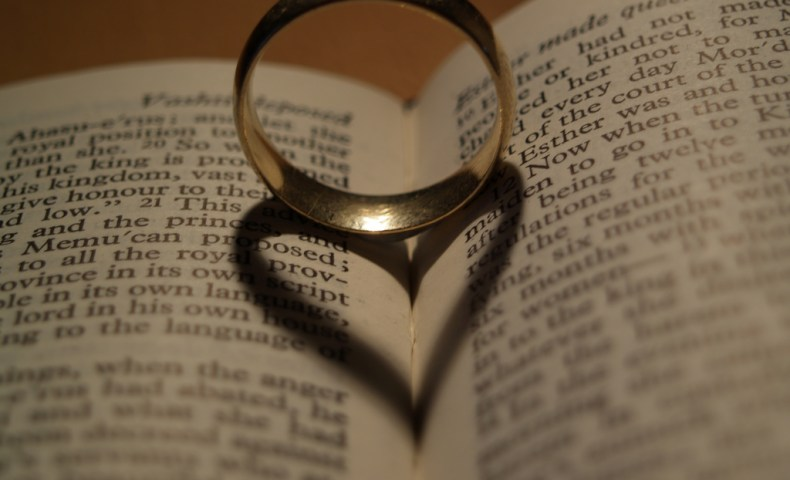 Aliança tradicional de casamento
