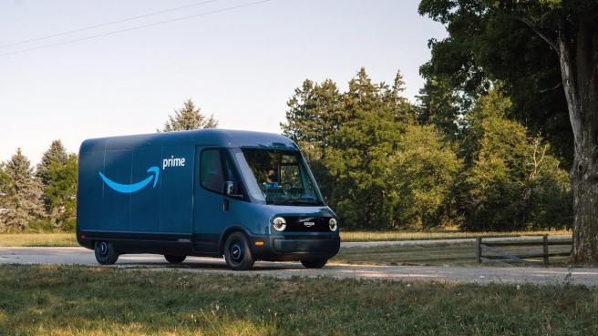 La furgoneta es el primer vehículo de reparto eléctrico personalizado de Amazon.