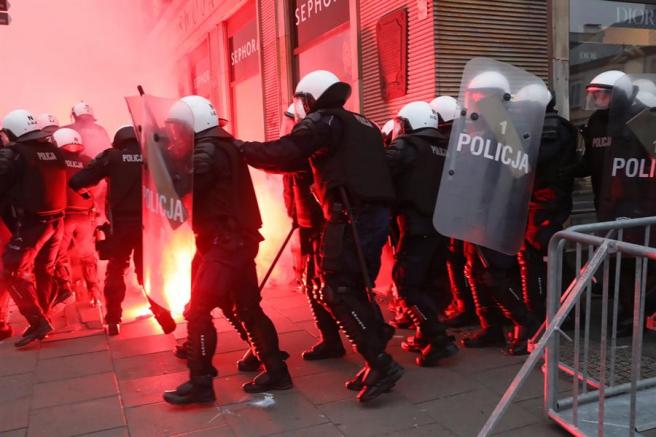 La policía polaca, durante los disturbios en la marcha por el Día de la Independencia.