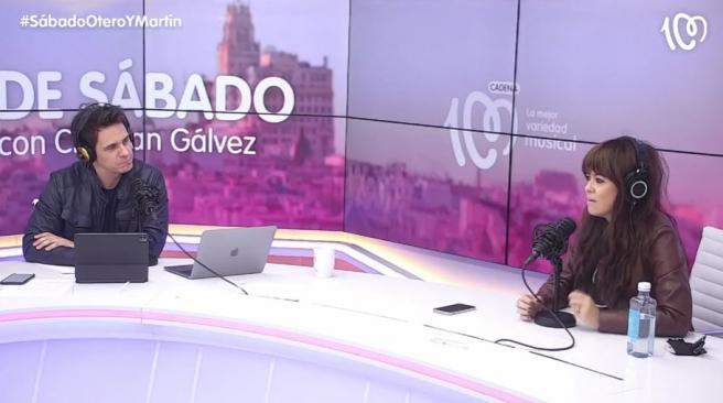 La cantante Vanesa Martín junto a Christian Gálvez en el programa de Cadena 100 'De Sábado con Christian Gálvez'.