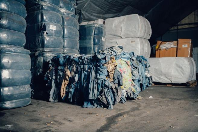 Emplean materia prima natural y biodegradable que se obtiene recuperando el algodón de la ropa gastada