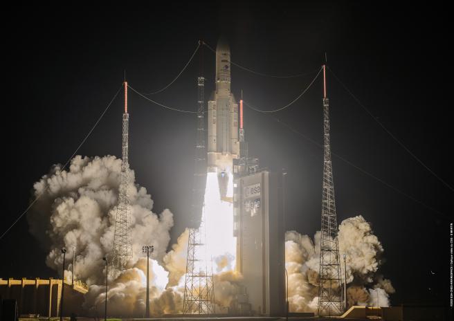 El 15 de agosto de 2020, el vuelo VA253 de Ariane 5 despegó del puerto espacial europeo en la Guayana Francesa y entregó dos satélites de telecomunicaciones y el vehículo de extensión de la misión (MEV-2) a sus órbitas.