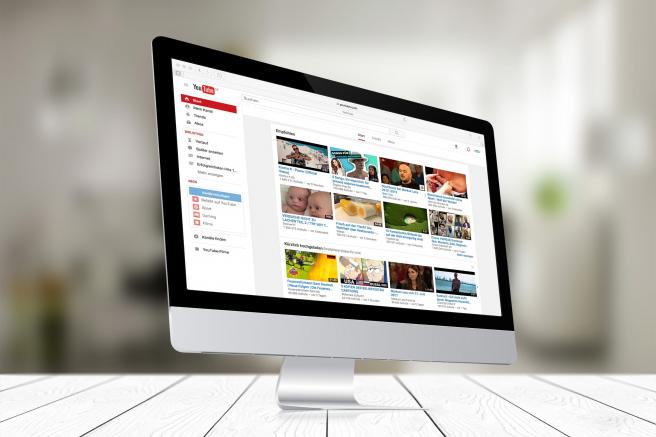 Si seguimos la reproducción automatizada, YouTube acaba llevando al usuario a contenido violento.
