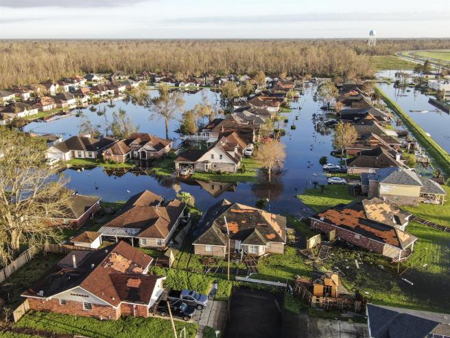 Una foto aérea realizada con un dron muestra los daños causados por el huracán Ida en La Place, Luisiana, Estados Unidos, el 1 de septiembre de 2021.