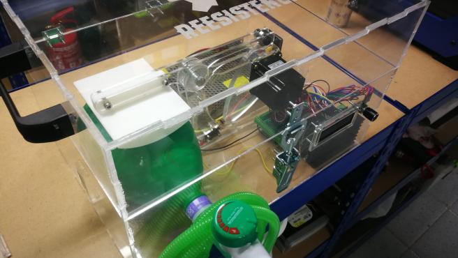 Respirador automático desarrollado en red de forma altruista por los profesionales de 'Reesistencia Team', dentro del grupo 'Coronavirus Makers'