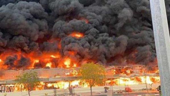Imagen del incendio en el mercado de Ajman, Emiratos Árabes.