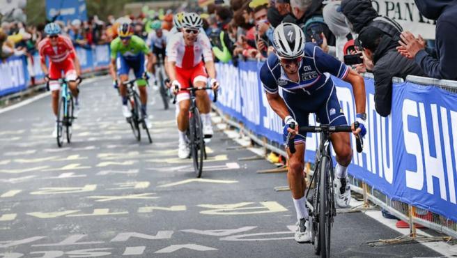 Alaphilippe hace historia al proclamarse campeón del mundo de ciclismo en  Imola