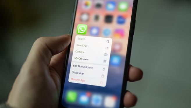 WhastApp solo permite a los usuarios utilizar la aplicación oficial del servicio.