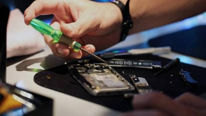 Los usuarios europeos tendrán por ley 'derecho a reparar' algunos de sus artículos eléctricos.