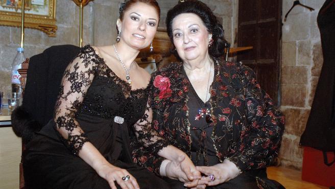 La soprano Montserrat Martí, junto a su madre, Montserrat Caballé.