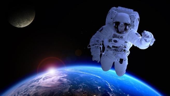 """Según Andy Mogensen, al cerrar los ojos para dormir, algunos astronautas ven """"destellos brillantes""""."""