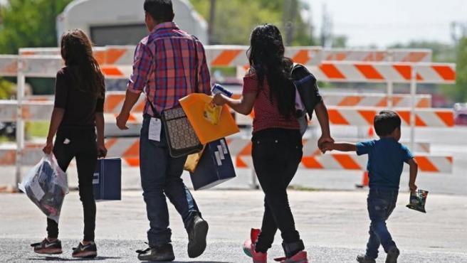 Una familia de inmigrantes, en McAllen, Texas (EE UU).